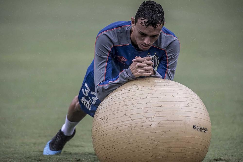 Santos x Grêmio: Diego Pituca fica fora de mais um treino e segue como dúvida; veja provável time