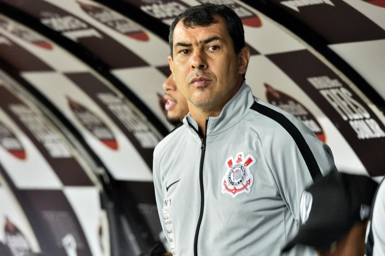 Diretor do Corinthians banca Fábio Carille e diz que