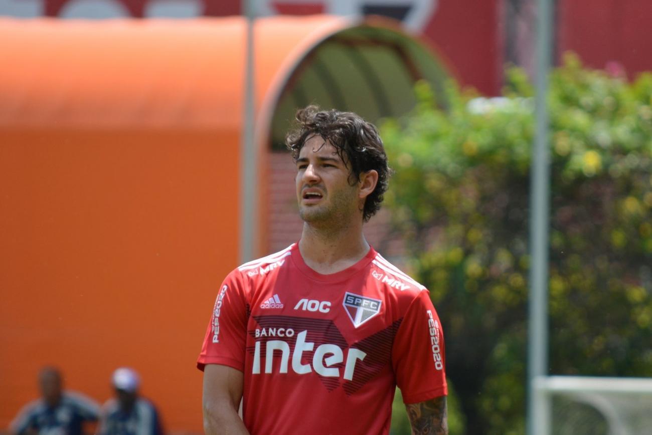 Antony desfalca o São Paulo contra o Santos; veja opções de Fernando Diniz para o ataque