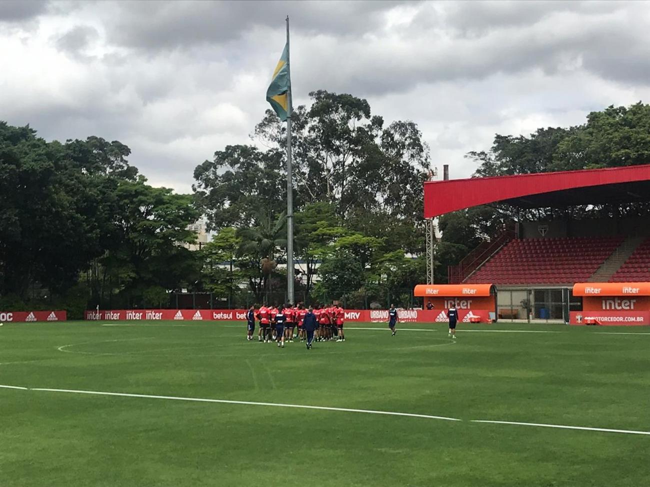 São Paulo se reapresenta sem Daniel Alves, Tchê Tchê e Arboleda em campo