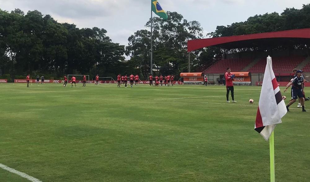 Vídeo do rival da estreia no Paulistão marca treino do São Paulo; veja provável escalação
