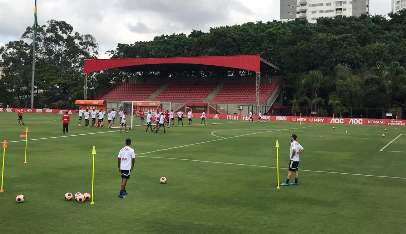 Diniz fecha treino tático do São Paulo e faz mistério para o clássico; veja provável escalação