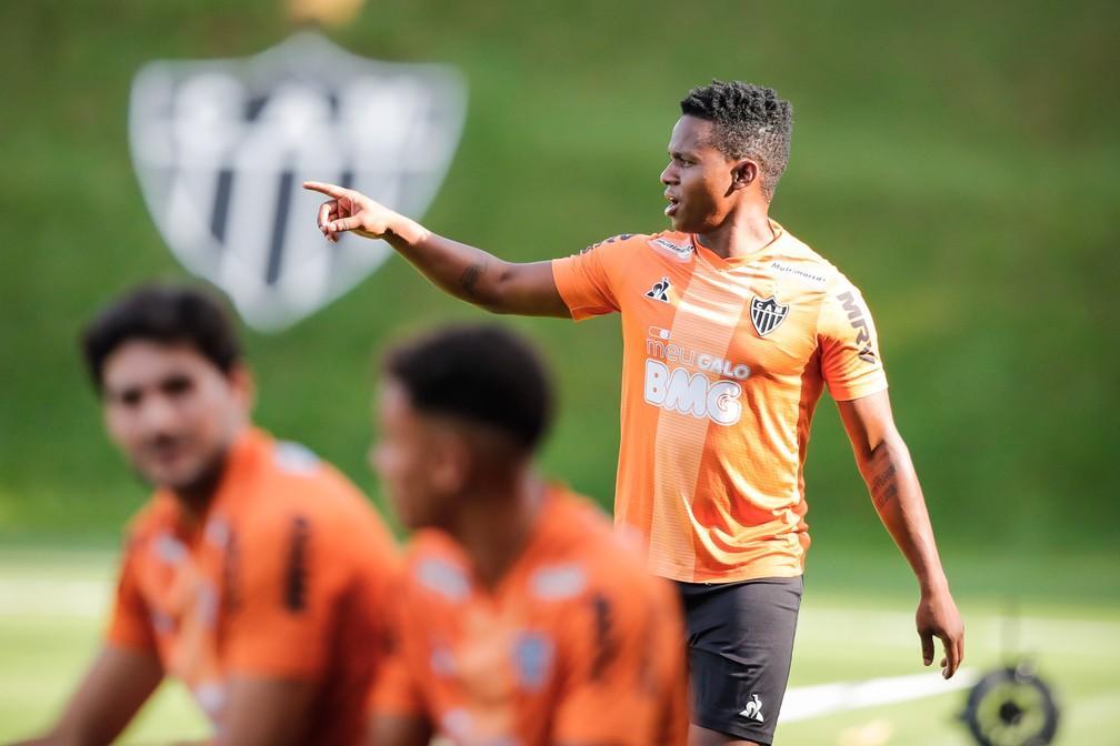 Cazares no Corinthians? O que sabemos sobre a situação do meia do Atlético-MG