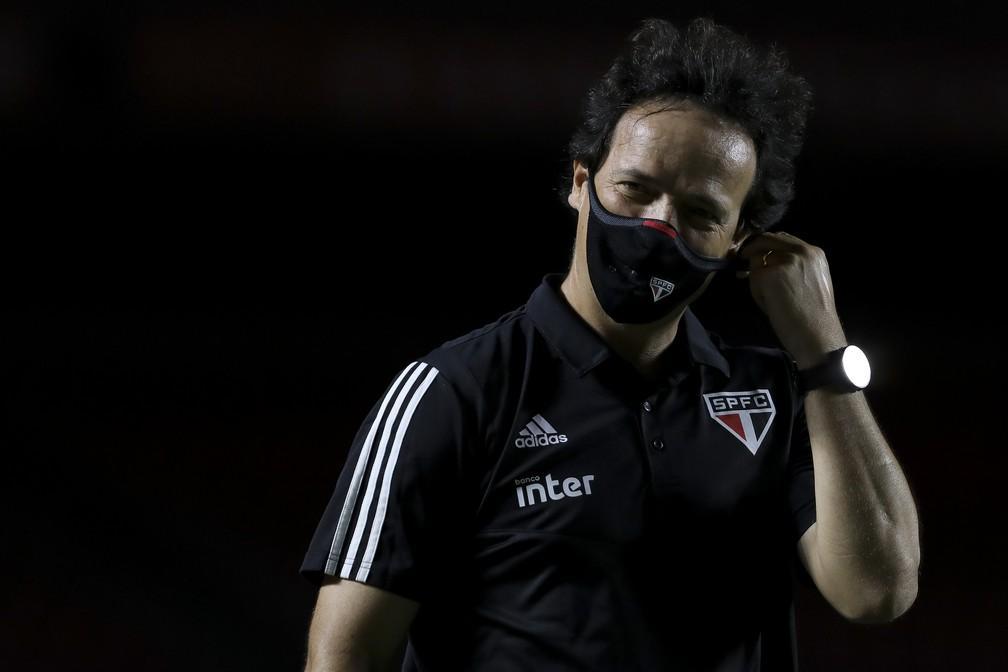 Depois de calmaria, Fernando Diniz volta a conviver com pressão no São Paulo