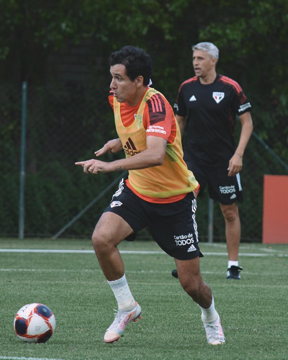 Escalação do São Paulo: Igor Gomes desfalca treino e está fora do clássico contra o Santos