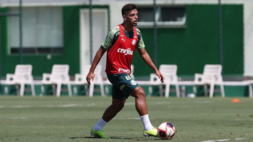 Escalação do Palmeiras: Gabriel Menino volta a treinar após lesão e viajará para a Supercopa