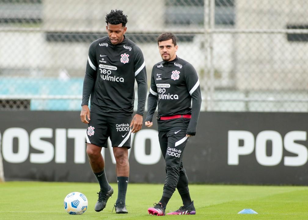 Fagner volta, e Sylvinho relaciona 23 jogadores do Corinthians para o Dérbi; veja lista