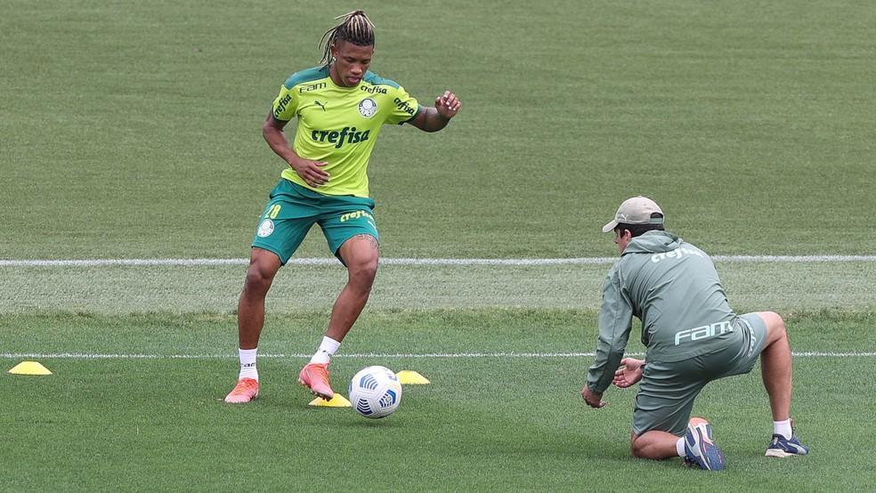 Escalação do Palmeiras: sem Danilo, Verdão encerra preparação para jogo em Chapecó